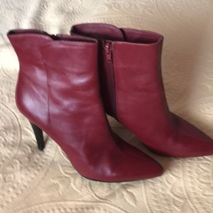 Woman's ankle leather boot